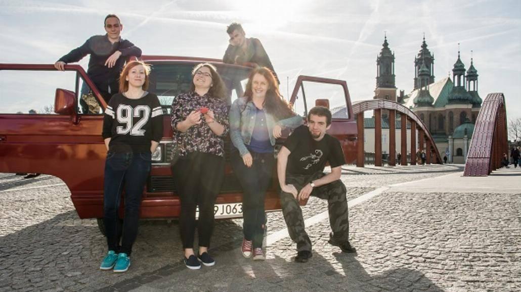 Grupa studentów z Poznania okrąży Europę w starym VW Busie