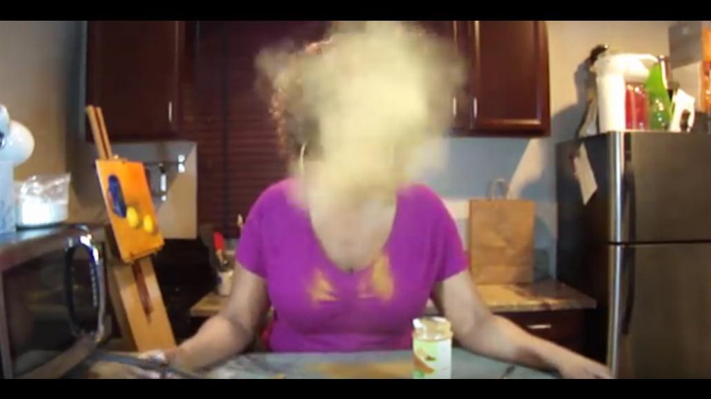 Czy da się zjeść łyżeczkę cynamonu? Zobacz film z cinnamon challenge! [WIDEO]