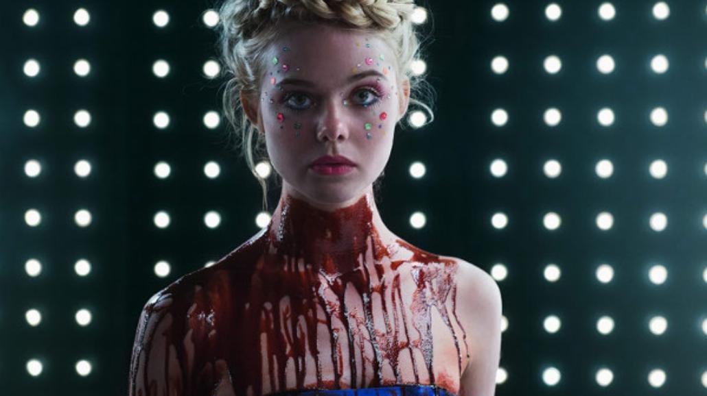 """Oszałamiające zdjęcia Elle Fanning z """"Neon Demon"""" [FOTO]"""