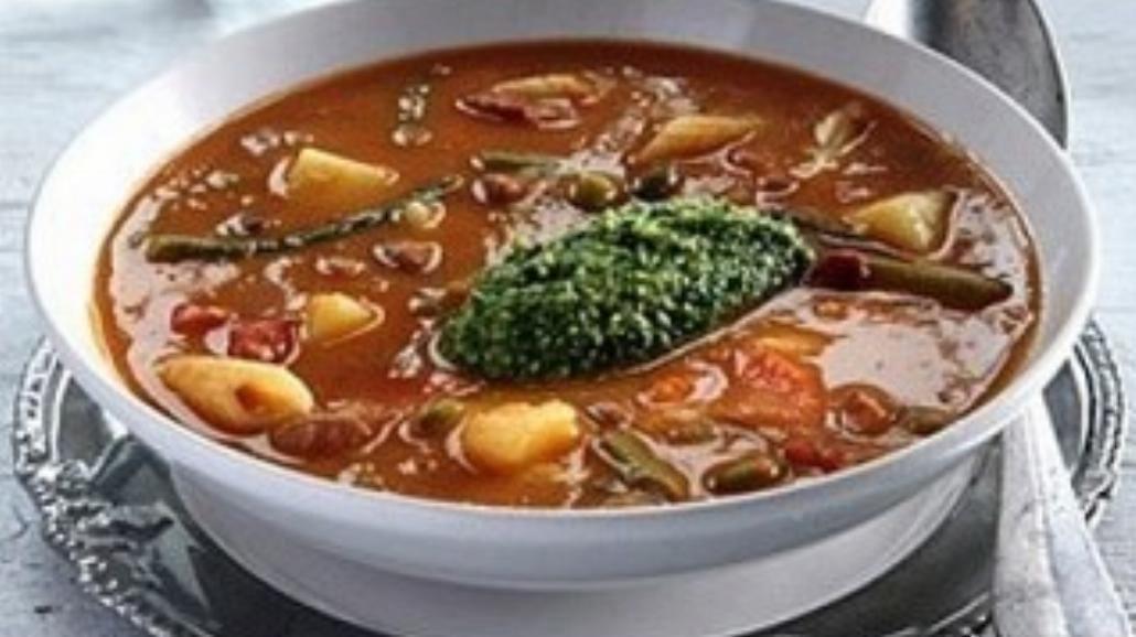 Jesienna gęsta zupa – krem z makaronem i pesto