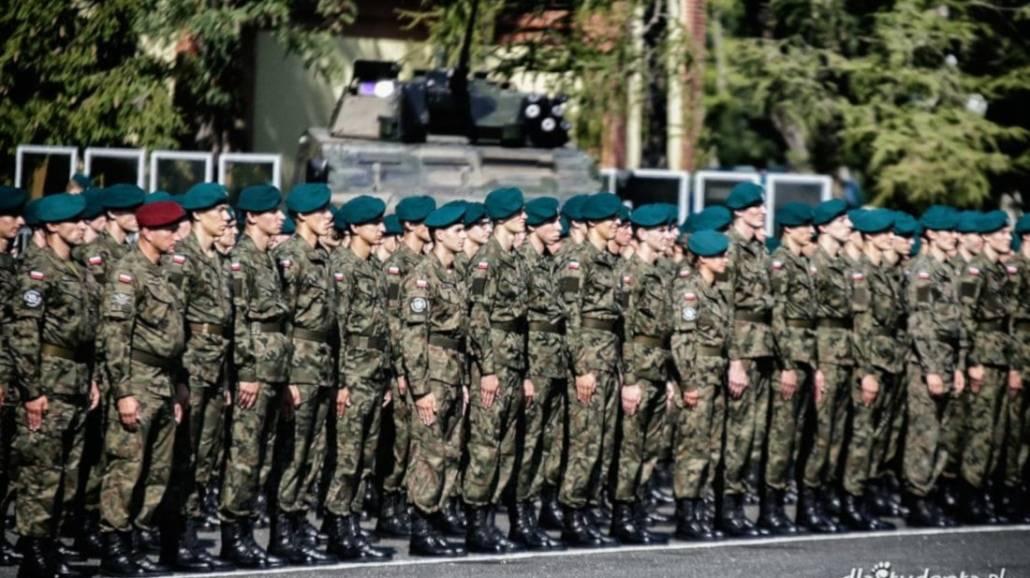 Od nowego roku akademickiego więcej kandydatÃłw będzie przyjmowanych na studia wojskowe.