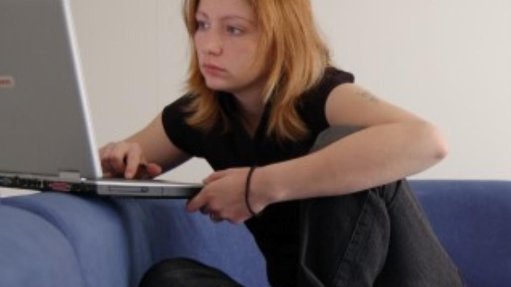Ilu Polaków korzysta z serwisów społecznościowych?