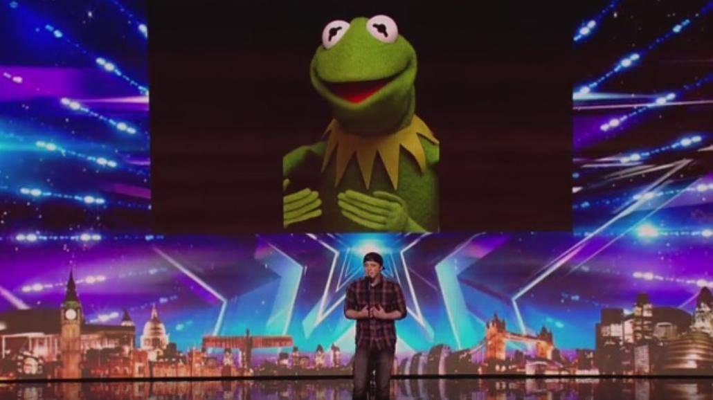 Zaśpiewał hit Miley Cyrus głosem najbardziej znanych gwiazd! Zobacz fantastyczny występ [WIDEO]