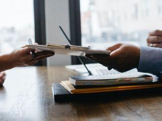 Z jakich elementów powinno się składać dobre CV? - co powinno zawierać CV, co wpisać w życiorys, jakie elementy, poradnik