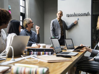 Jak wykreować profesjonalny wizerunek - autoprezentacja i prowadzenie spotkań w biznesie - autoprezentacja, porady, wystąpienia publiczne
