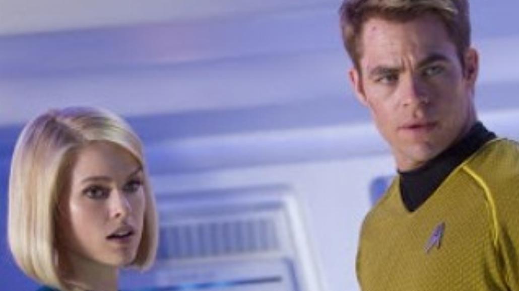 """""""W ciemności Star Trek"""" - zobacz ruchomy plakat"""