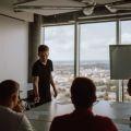 Firmy większego wpływu - na czym to polega? - firmy działające społecznie, Zwonieni z Teorii