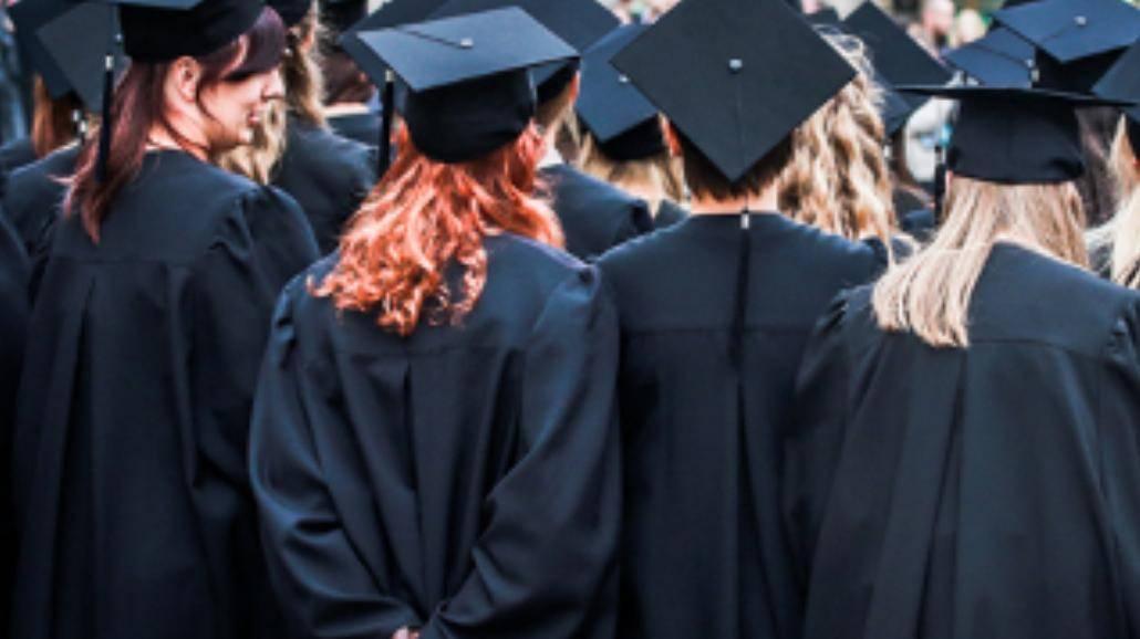 """""""Studentów chcemy kształcić, a nie produkować"""". Przez Warszawę przeszła """"czarna procesja"""""""