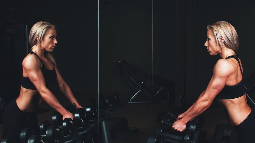 Pierwszy raz na siłowni – co warto mieć ze sobą?