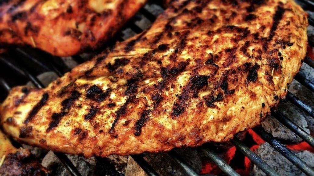Szef kuchni radzi, jak dobrze ugrillować mięso