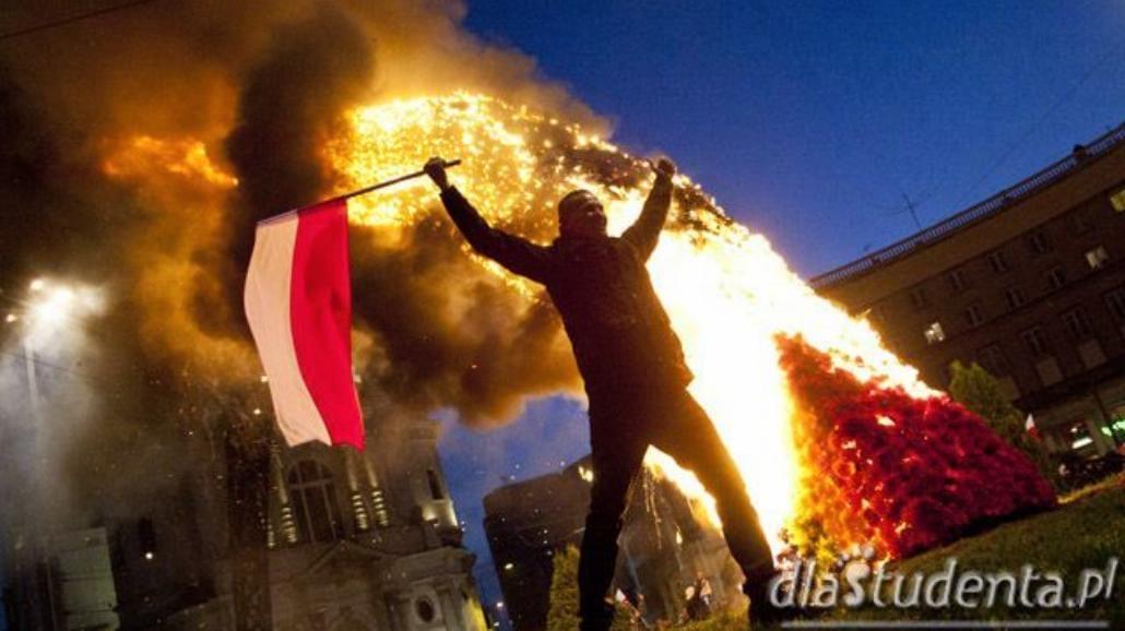 Zadyma na Marszu Niepodległości w Warszawie [FOTO]