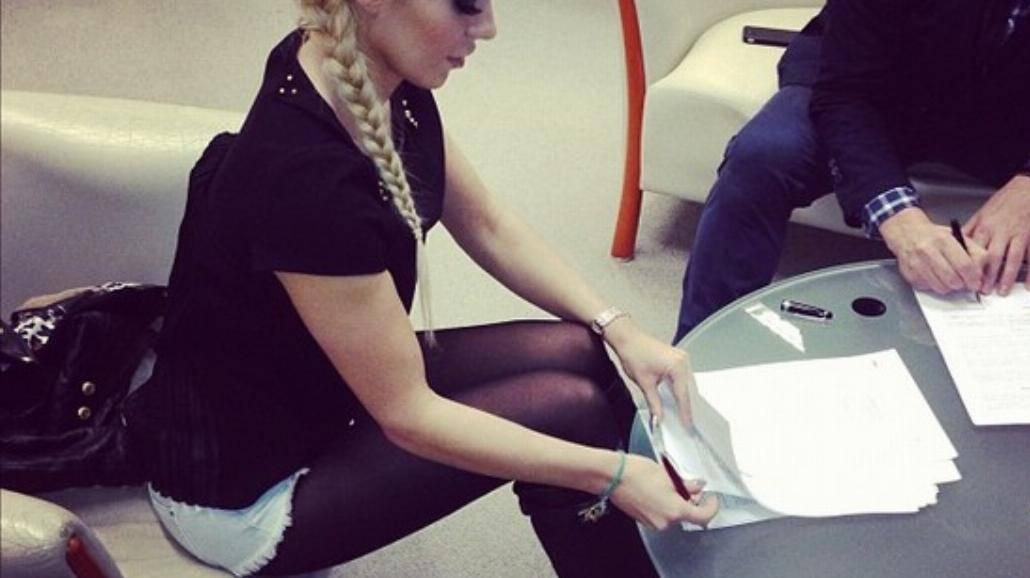 Doda podpisała kontrakt z EMI
