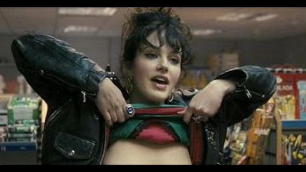 """Młoda aktorka żałuje, że pokazała biust. """"Byłam naiwna"""""""