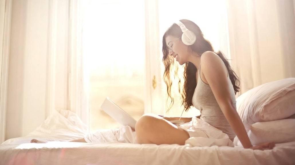 Jak muzyka działa na spanie