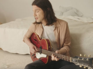 "James Bay w piosence ""Chew On My Heart"" [WIDEO] - singiel, klip, teledysk, 2020, album"