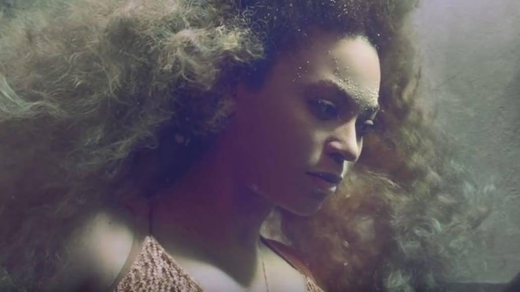 """Oto najnowszy klip Beyonce! Zobaczcie """"Hold up"""" [WIDEO]"""